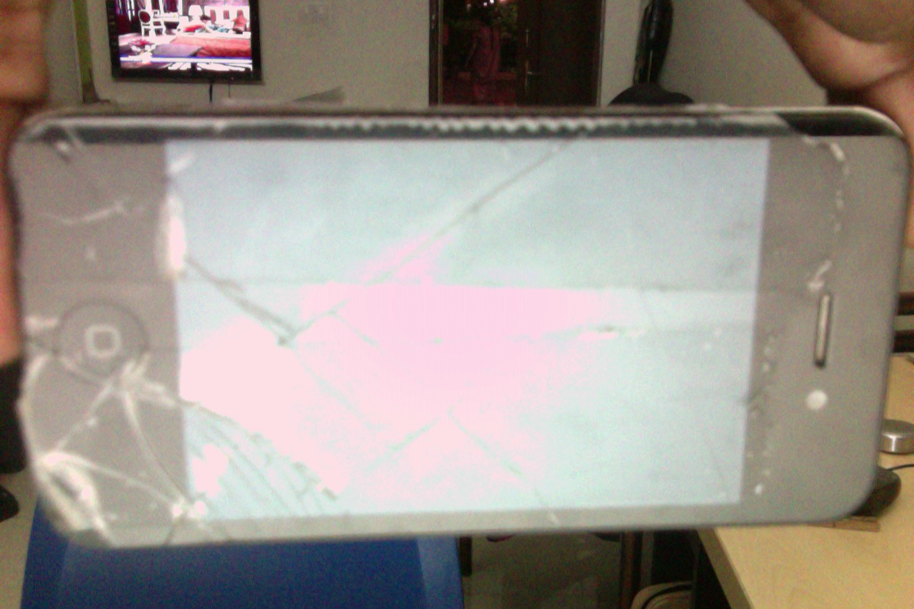 iphone 4 broken LCD